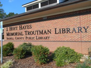 Front of the J. Hoyt Hayes Memorial Troutman Library